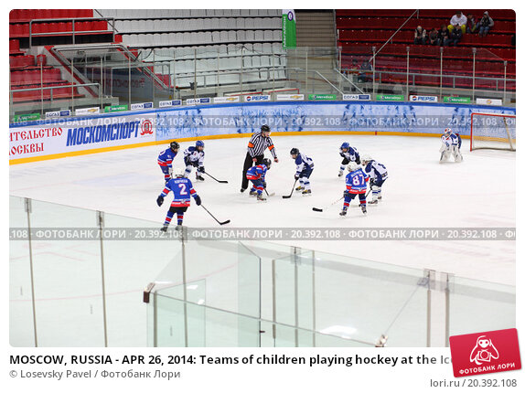 Купить «MOSCOW, RUSSIA - APR 26, 2014: Teams of children playing hockey at the Ice Palace of Sports Sokolniki», фото № 20392108, снято 26 апреля 2014 г. (c) Losevsky Pavel / Фотобанк Лори