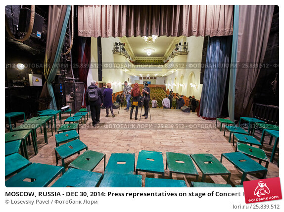 Купить «MOSCOW, RUSSIA - DEC 30, 2014: Press representatives on stage of Concert Hall at Cultural Center of the Interior Ministry during interview Academic Song and Dance Ensemble of the Interior Ministry troops of Russia after rehearsal», фото № 25839512, снято 30 декабря 2014 г. (c) Losevsky Pavel / Фотобанк Лори