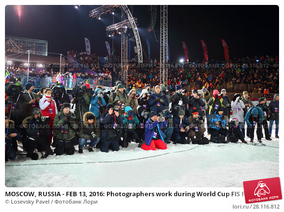 Купить «MOSCOW, RUSSIA - FEB 13, 2016: Photographers work during World Cup FIS Freestyle at dark night in Krylatskoye», фото № 28116812, снято 13 февраля 2016 г. (c) Losevsky Pavel / Фотобанк Лори