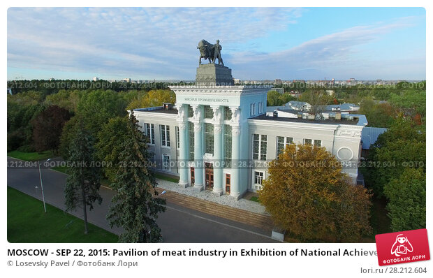 Купить «MOSCOW - SEP 22, 2015: Pavilion of meat industry in Exhibition of National Achievements at autumn sunny day. Aerial view videoframe», фото № 28212604, снято 22 сентября 2015 г. (c) Losevsky Pavel / Фотобанк Лори