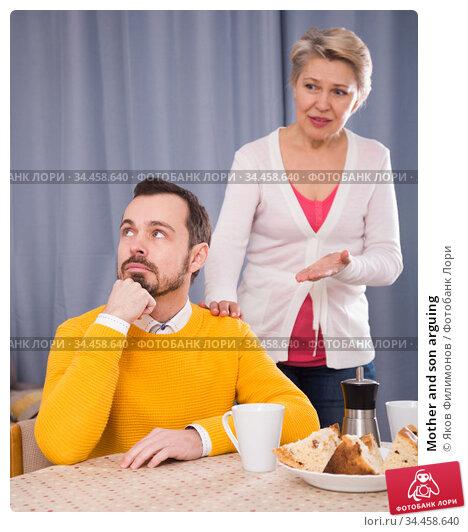 Mother and son arguing. Стоковое фото, фотограф Яков Филимонов / Фотобанк Лори