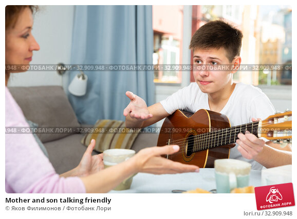 Mother and son talking friendly. Стоковое фото, фотограф Яков Филимонов / Фотобанк Лори