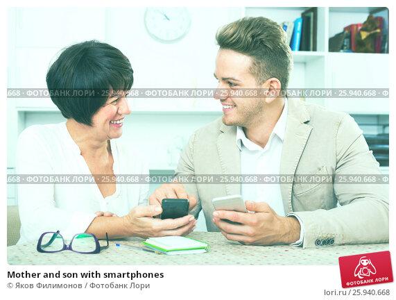 Купить «Mother and son with smartphones», фото № 25940668, снято 14 июля 2020 г. (c) Яков Филимонов / Фотобанк Лори