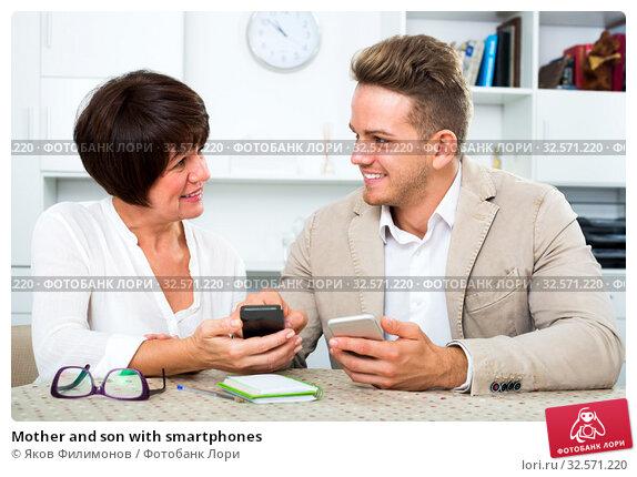 Купить «Mother and son with smartphones», фото № 32571220, снято 9 июля 2020 г. (c) Яков Филимонов / Фотобанк Лори