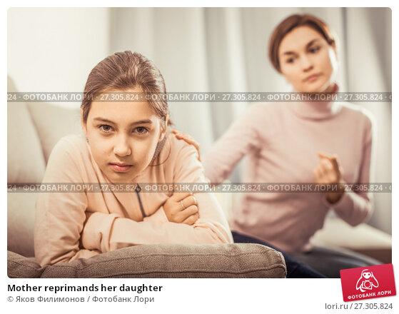 Купить «Mother reprimands her daughter», фото № 27305824, снято 23 февраля 2019 г. (c) Яков Филимонов / Фотобанк Лори