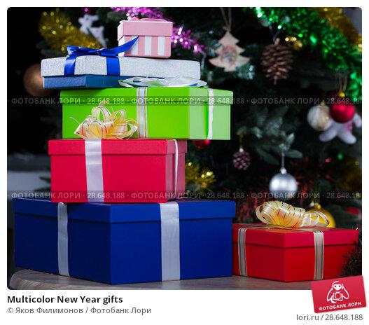 Купить «Multicolor New Year gifts», фото № 28648188, снято 2 января 2018 г. (c) Яков Филимонов / Фотобанк Лори
