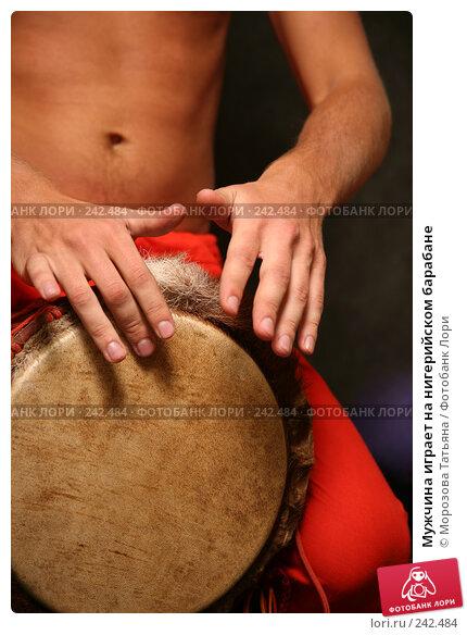 Купить «Мужчина играет на нигерийском барабане», фото № 242484, снято 3 апреля 2008 г. (c) Морозова Татьяна / Фотобанк Лори