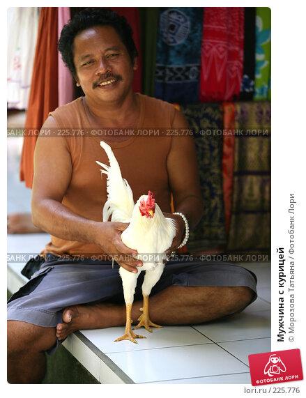 Мужчина с курицей, фото № 225776, снято 24 февраля 2008 г. (c) Морозова Татьяна / Фотобанк Лори