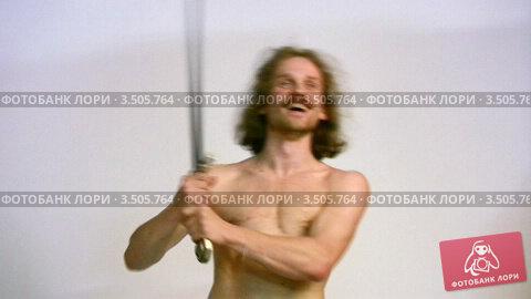 Купить «Мужчина с мечом», видеоролик № 3505764, снято 11 июня 2008 г. (c) Losevsky Pavel / Фотобанк Лори