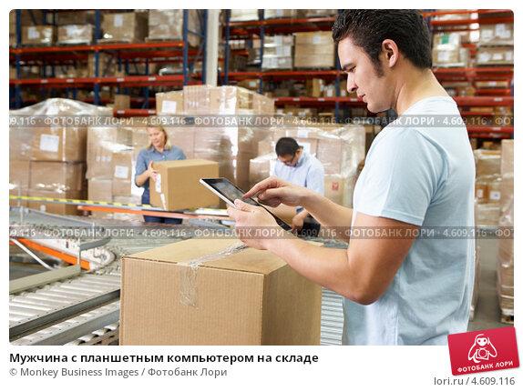Купить «Мужчина с планшетным компьютером на складе», фото № 4609116, снято 27 октября 2012 г. (c) Monkey Business Images / Фотобанк Лори