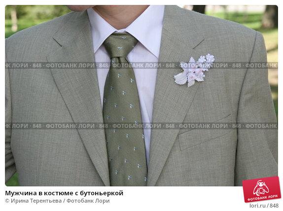 Мужчина в костюме с бутоньеркой, эксклюзивное фото № 848, снято 29 июля 2005 г. (c) Ирина Терентьева / Фотобанк Лори