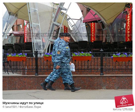 Купить «Мужчины идут по улице», эксклюзивное фото № 270020, снято 2 мая 2008 г. (c) lana1501 / Фотобанк Лори