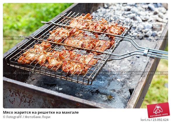 Купить «Мясо жарится на решетке на мангале», фото № 23092624, снято 17 ноября 2019 г. (c) FotograFF / Фотобанк Лори
