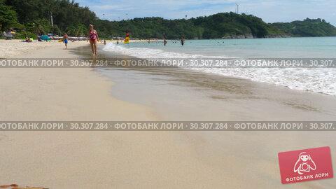 Купить «Nai Harn beach, south of Phuket Island», видеоролик № 30307284, снято 19 ноября 2018 г. (c) Игорь Жоров / Фотобанк Лори