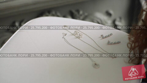 Купить «Necklace and earrings», видеоролик № 25795200, снято 16 марта 2016 г. (c) Алексей Макаров / Фотобанк Лори