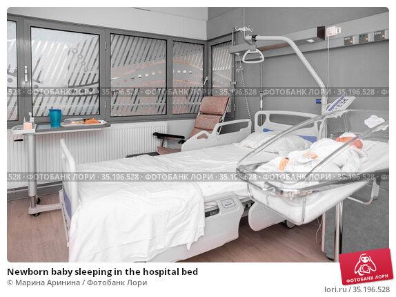 Newborn baby sleeping in the hospital bed. Стоковое фото, фотограф Ирина Аринина / Фотобанк Лори