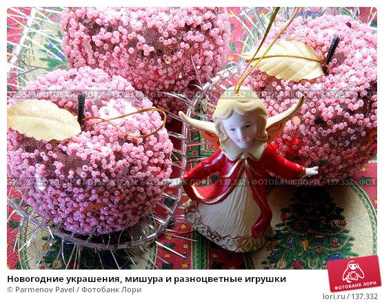 Новогодние украшения, мишура и разноцветные игрушки, фото № 137332, снято 4 декабря 2007 г. (c) Parmenov Pavel / Фотобанк Лори