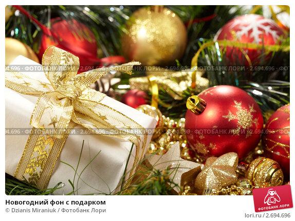 Купить «Новогодний фон с подарком», фото № 2694696, снято 2 ноября 2010 г. (c) Dzianis Miraniuk / Фотобанк Лори