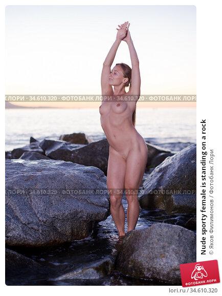 Nude sporty female is standing on a rock. Стоковое фото, фотограф Яков Филимонов / Фотобанк Лори