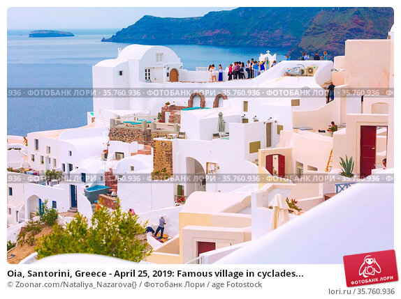 Oia, Santorini, Greece - April 25, 2019: Famous village in cyclades... Стоковое фото, фотограф Zoonar.com/Nataliya_Nazarova{} / age Fotostock / Фотобанк Лори