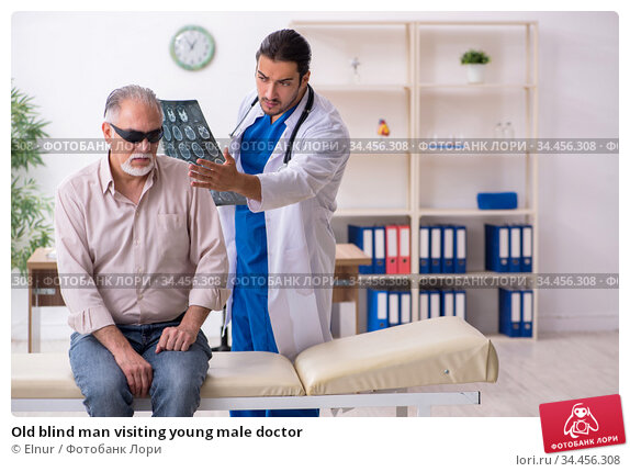 Old blind man visiting young male doctor. Стоковое фото, фотограф Elnur / Фотобанк Лори