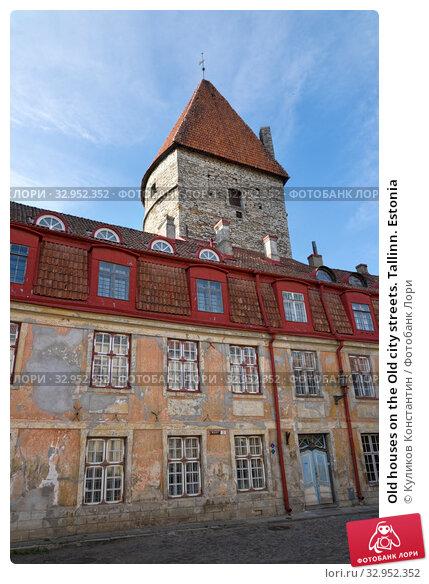Old houses on the Old city streets. Tallinn. Estonia (2016 год). Стоковое фото, фотограф Куликов Константин / Фотобанк Лори
