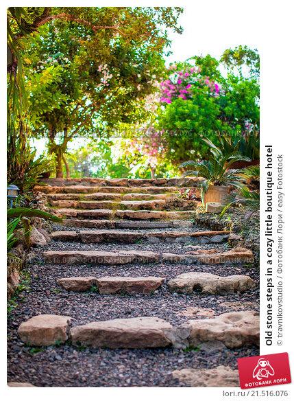 Old stone steps in a cozy little boutique hotel. Стоковое фото, фотограф travnikovstudio / easy Fotostock / Фотобанк Лори