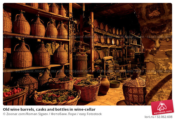 Old wine barrels, casks and bottles in wine-cellar. Стоковое фото, фотограф Zoonar.com/Roman Sigaev / easy Fotostock / Фотобанк Лори