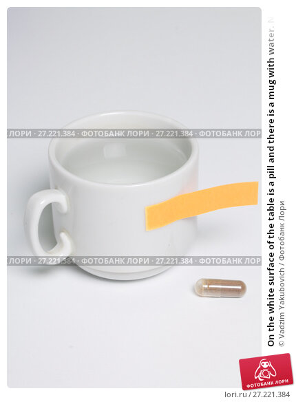 Купить «On the white surface of the table is a pill and there is a mug with water. Next is a paper sticker with a reminder.», фото № 27221384, снято 14 ноября 2017 г. (c) Vadzim Yakubovich / Фотобанк Лори