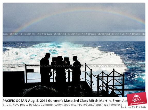 Купить «PACIFIC OCEAN Aug. 5, 2014 Gunner's Mate 3rd Class Mitch Martin, From Astoria, Ore., Aviation Ordnanceman 3rd Class Jarod Coleman, from Ft. Myers, Fla...», фото № 15112676, снято 4 августа 2014 г. (c) age Fotostock / Фотобанк Лори