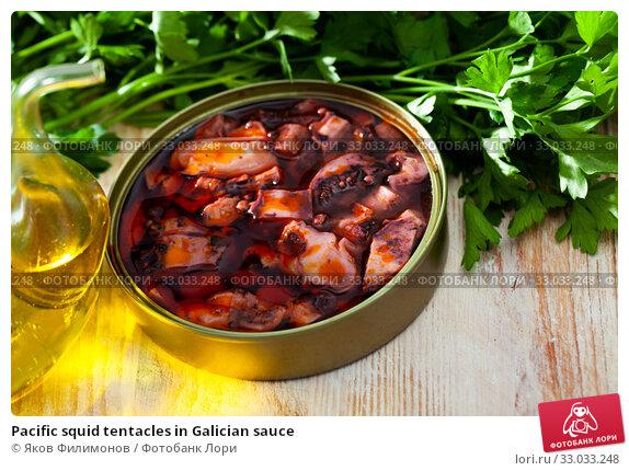 Купить «Pacific squid tentacles in Galician sauce», фото № 33033248, снято 1 апреля 2020 г. (c) Яков Филимонов / Фотобанк Лори