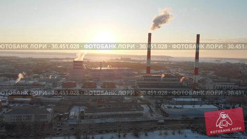 Panoramic view of industrial plant in the middle of the city. Стоковое видео, видеограф Константин Шишкин / Фотобанк Лори