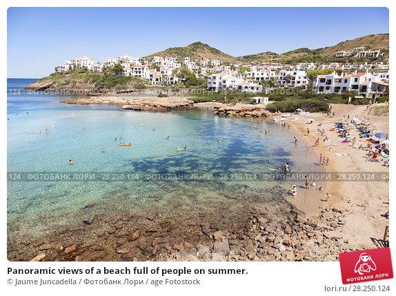 Купить «Panoramic views of a beach full of people on summer.», фото № 28250124, снято 27 августа 2015 г. (c) age Fotostock / Фотобанк Лори