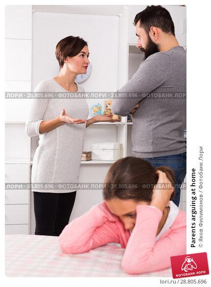 Купить «Parents arguing at home», фото № 28805696, снято 19 сентября 2018 г. (c) Яков Филимонов / Фотобанк Лори