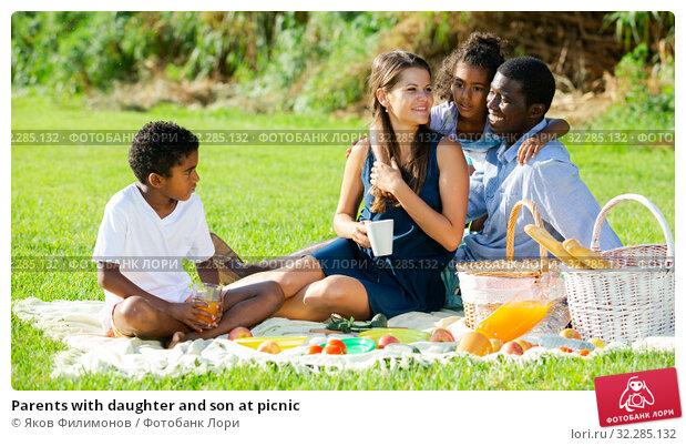 Купить «Parents with daughter and son at picnic», фото № 32285132, снято 17 ноября 2019 г. (c) Яков Филимонов / Фотобанк Лори