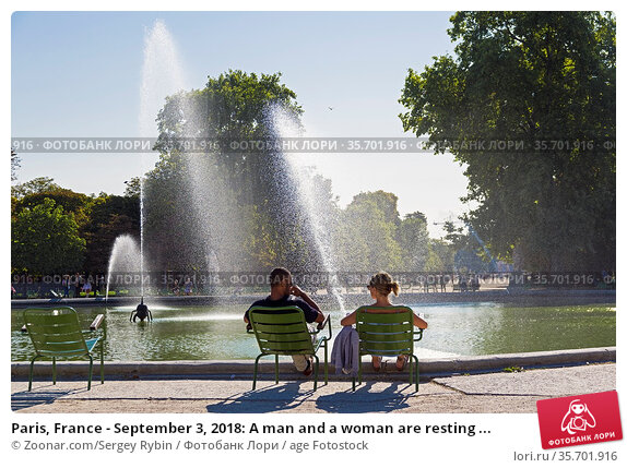 Paris, France - September 3, 2018: A man and a woman are resting ... Стоковое фото, фотограф Zoonar.com/Sergey Rybin / age Fotostock / Фотобанк Лори