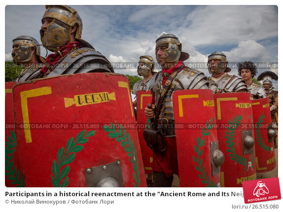 """Купить «Participants in a historical reenactment at the """"Ancient Rome and Its Neighbours"""" venue as part of a festival of historical reenactments titled """"Times and Epochs. The Gathering"""" in Moscow's Kolomenskoye historical and nature reserve museum.», фото № 26515080, снято 10 июня 2017 г. (c) Николай Винокуров / Фотобанк Лори"""