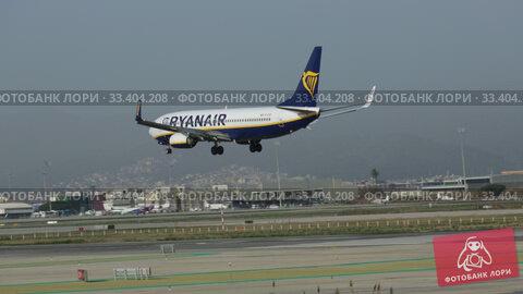 Купить «Passenger airliner Ryanair Boeing 737-8AS with EI-DCP registration number on final approach to El Prat Airport», видеоролик № 33404208, снято 24 января 2020 г. (c) Яков Филимонов / Фотобанк Лори