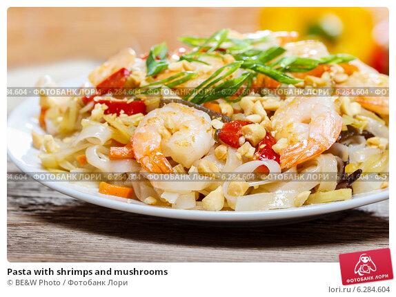 Купить «Pasta with shrimps and mushrooms», фото № 6284604, снято 14 февраля 2019 г. (c) BE&W Photo / Фотобанк Лори