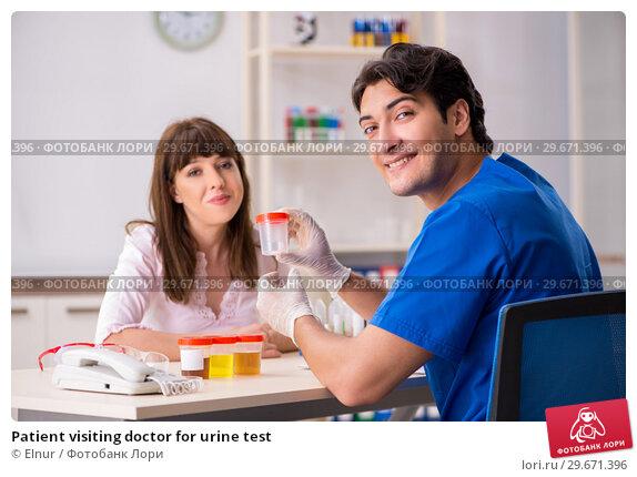 Купить «Patient visiting doctor for urine test», фото № 29671396, снято 7 августа 2018 г. (c) Elnur / Фотобанк Лори
