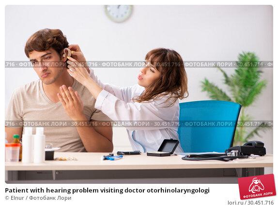 Patient with hearing problem visiting doctor otorhinolaryngologi. Стоковое фото, фотограф Elnur / Фотобанк Лори