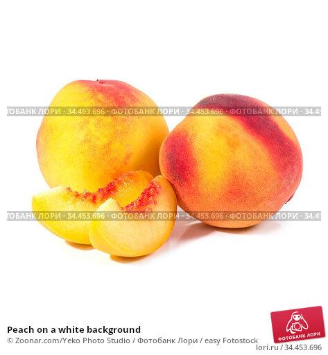 Peach on a white background. Стоковое фото, фотограф Zoonar.com/Yeko Photo Studio / easy Fotostock / Фотобанк Лори