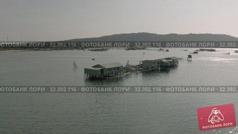 Купить «Pearl mining and living houses in the water in Vientam», видеоролик № 32392116, снято 4 ноября 2019 г. (c) Aleksejs Bergmanis / Фотобанк Лори