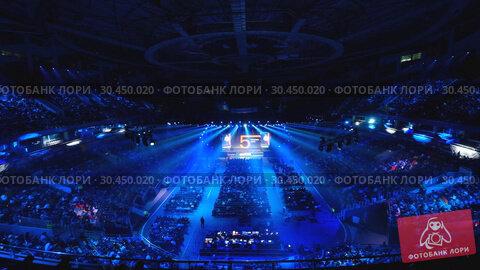 People attend business conference in large congress hall (2019 год). Редакционное видео, видеограф Антон Гвоздиков / Фотобанк Лори