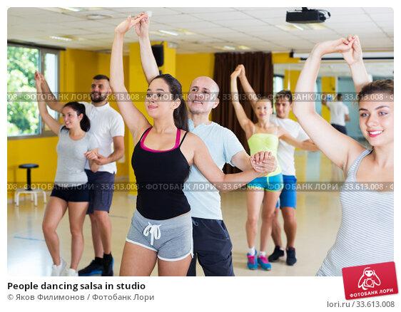 Купить «People dancing salsa in studio», фото № 33613008, снято 21 июня 2017 г. (c) Яков Филимонов / Фотобанк Лори