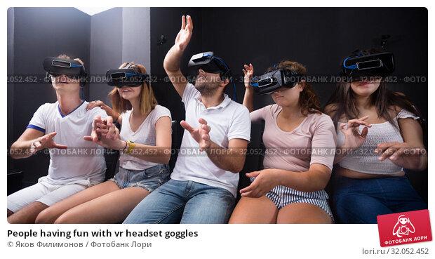 People having fun with vr headset goggles. Стоковое фото, фотограф Яков Филимонов / Фотобанк Лори