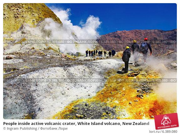 Купить «People inside active volcanic crater, White Island volcano, New Zealand», фото № 6389080, снято 16 февраля 2019 г. (c) Ingram Publishing / Фотобанк Лори