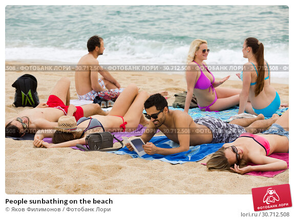 Купить «People sunbathing on the beach», фото № 30712508, снято 29 марта 2020 г. (c) Яков Филимонов / Фотобанк Лори