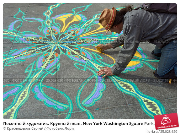 Купить «Песочный художник. Крупный план. New York Washington Sguare Park.», фото № 25028620, снято 26 марта 2016 г. (c) Краснощеков Сергей / Фотобанк Лори