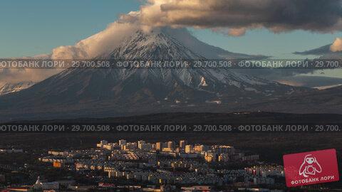 Петропавловск-Камчатский и вулкан. Time lapse. Стоковое видео, видеограф А. А. Пирагис / Фотобанк Лори